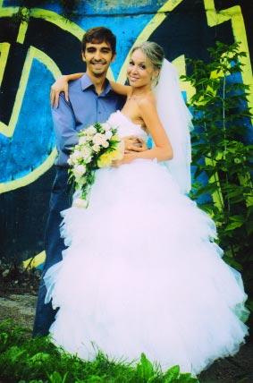 Свадьба внучки Г.П.Шадриной - Ирины Поповой. Она с братом Дмитрием.