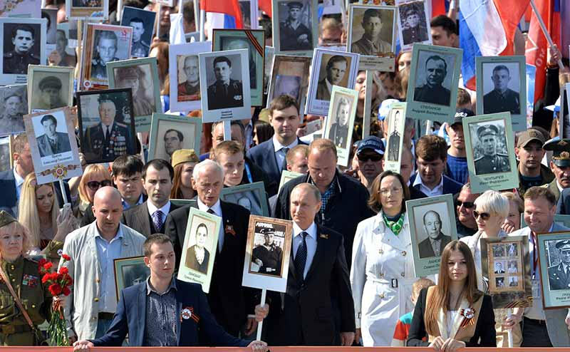 Акция «Бессмертный полк» в Москве 9 мая 2015 года, фото с сайта Kremlin.ru