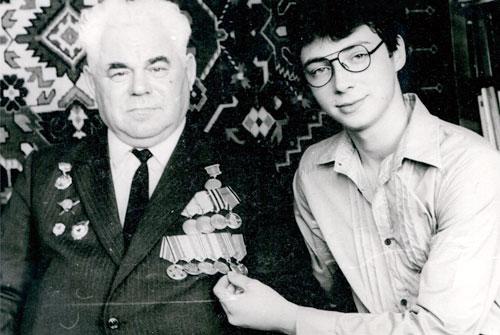 С внуком Дмитрием Казаковым.
