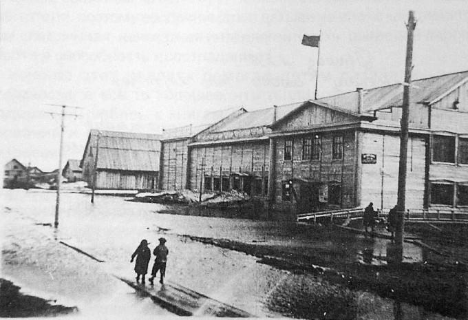 Здание городского драмтеатра в 30-е годы