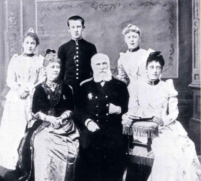 Губернатор Енисейской губернии Теляковский Л.К. с семьей